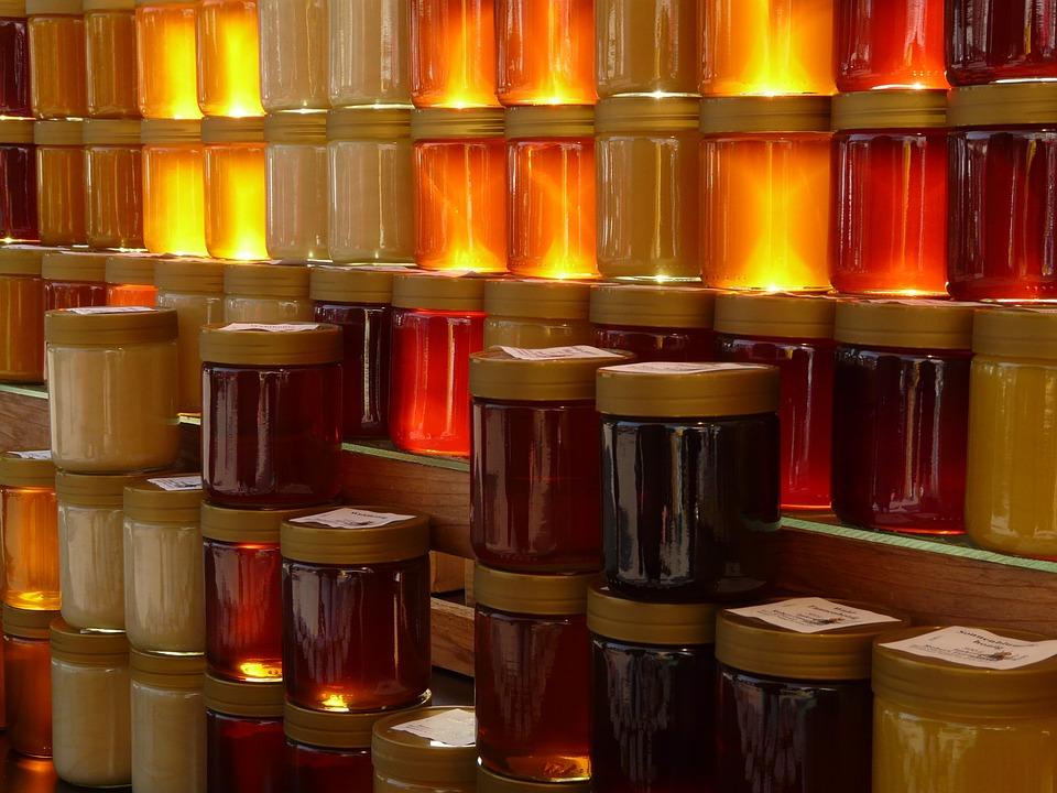 český med ve sklenicích
